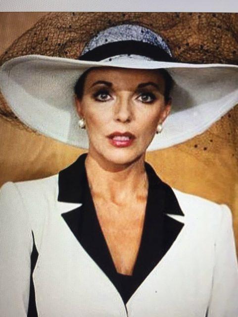 Joan Collins spelar Alexis Carrington i serien Dynastin från 1982.